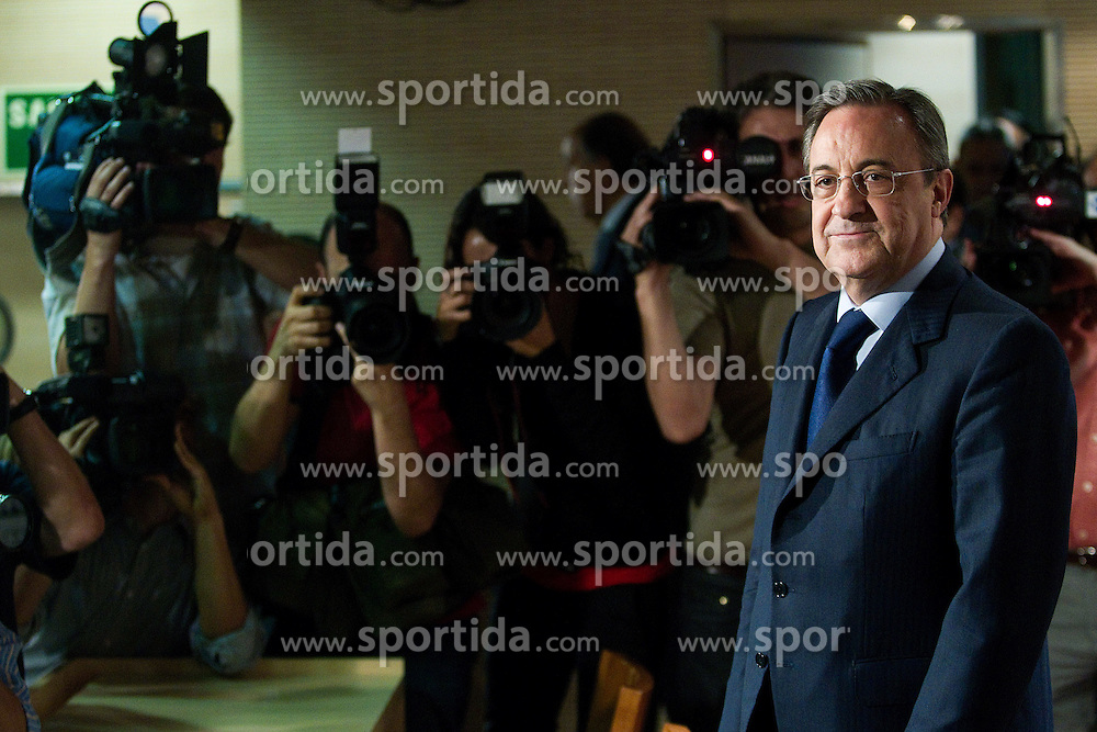 "26.05.2090, Madrid, ESP, Primera Division, Florentino Perez press conference, im Bild Real Madrid President Florentino Perez has revealed the club have decided that Jose Mourinho will succeed Manuel Pellegrini as the club's new coach. ""We have decided that Jose Mourinho will be the coach,"" Perez told a press conference. EXPA Pictures © 2010, PhotoCredit: EXPA/ Alterphotos/ Cesar Cebolla / SPORTIDA PHOTO AGENCY"