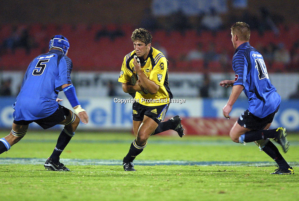 02/03/2002 Super 12 Bulls vs hurricanes at Loftus Versfeld Pretoria - Brent Thompson on the break with Victor Matfield #5 and #10 Boeta Wessels in defence.<br />