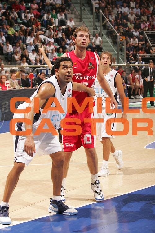 DESCRIZIONE : Bologna Campionato Lega A1 2006-2007 Climamio Fortitudo Bologna Whirlpool Varese<br />GIOCATORE : Bluthenthal<br />SQUADRA : Climamio Fortitudo Bologna<br />EVENTO : Campionato Lega A1 2006-2007 Climamio Fortitudo Bologna Whirlpool Varese <br />GARA : Climamio Fortitudo Bologna Whirlpool Varese <br />DATA : 08/10/2006 <br />CATEGORIA : Rimbalzo<br />SPORT : Pallacanestro <br />AUTORE : Agenzia Ciamillo-Castoria/M.Marchi