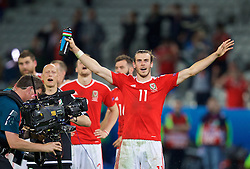 LILLE, FRANCE - Friday, July 1, 2016: Wales' Gareth Bale celebrates after a 3-1 victory over Belgium and reaching the Semi-Final during the UEFA Euro 2016 Championship Quarter-Final match at the Stade Pierre Mauroy. (Pic by David Rawcliffe/Propaganda)