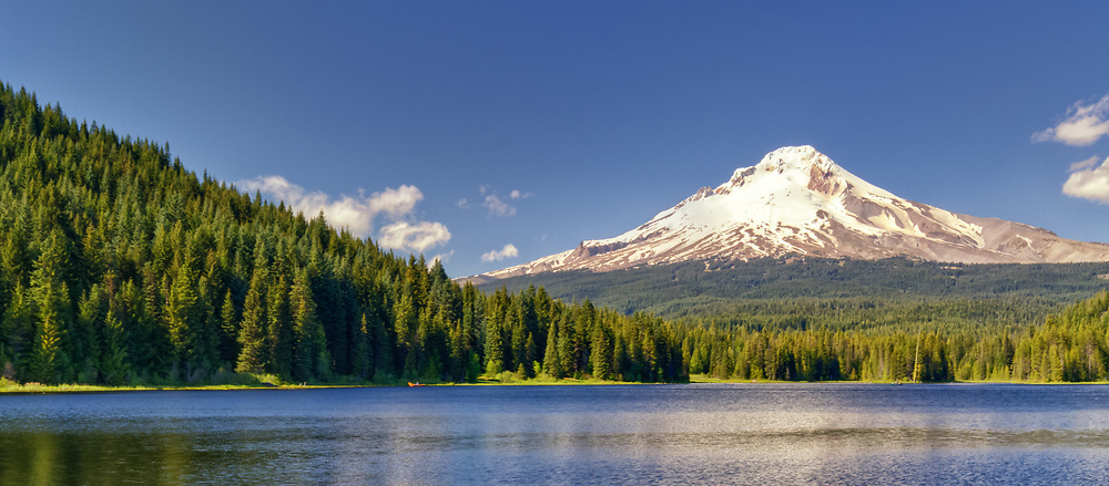USA, Oregon, Hood River County. Mt. Hood rises high above Trillium Lake in the Mt. Hood National Forest.