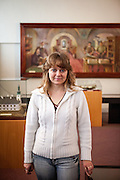 Portrait von Monika Dolezalova in der Gedenkstätte zur Kralitzer Bibel und Brüderdruckerei. Kralice nad Oslavou (deutsch Kralitz) ist eine Gemeinde in Tschechien. Sie liegt 29 Kilometer westlich des Stadtzentrums von Brno und gehört zum Okres Třebíč. Kralice war bis zur Mitte des 17. Jahrhunderts ein wichtiges Zentrum der Mährischen Brüderbewegung, hier entstand die Kralitzer Bibel.