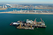 Nederland, Zuid-Holland, Rotterdam, 18-02-2015; Tweede Maasvlakte met Prinses Alexiahaven. In de haven ligt de Pioneering Spirit van offshore bedrijf Allseas (voorheen Pieter Schelte), grootste hefschip ter wereld. In de achtergrond de Prinses Amaliahaven met de containerterminals van Rotterdam World Gateway (RWG) en APM Terminals Rotterdam-MV II (APMT).<br /> Maasvlakte 2 (MV2), extension of the Port of Rotterdam. The largest crane ship of the world, the Pioneering Spirit, is moored in the Prinses Alexia harbour.<br /> luchtfoto (toeslag op standard tarieven);<br /> aerial photo (additional fee required);<br /> copyright foto/photo Siebe Swart