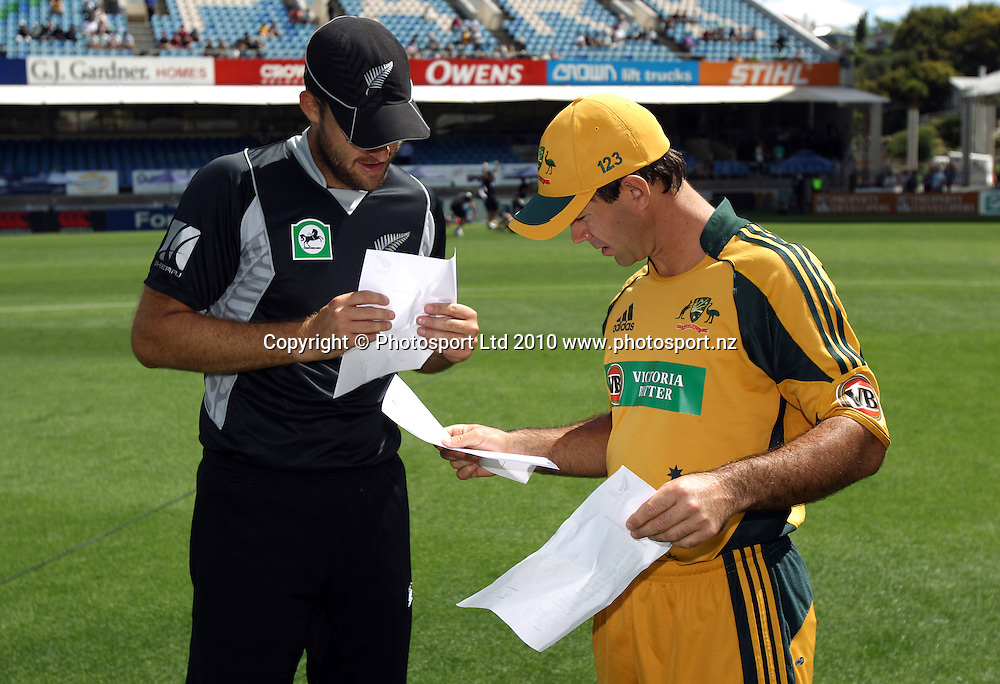 Ricky Ponting and Daniel Vettori exchange team lists<br />4th one day international. New Zealand Black Caps versus Australia one day match.<br />Chappell Hadlee cricket series. Eden Park, Auckland, New Zealand. Thursday 11 March 2010. Photo: Andrew Cornaga/PHOTOSPORT