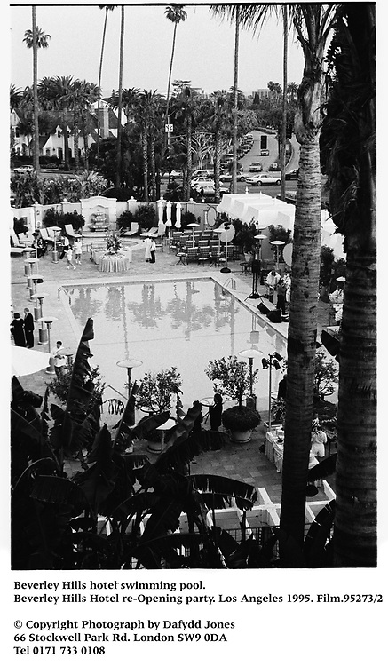 Beverley Hills hotel swimming pool. Beverley Hills Hotel re-Opening party. Los Angeles 1995. Film.95273/2 <br />