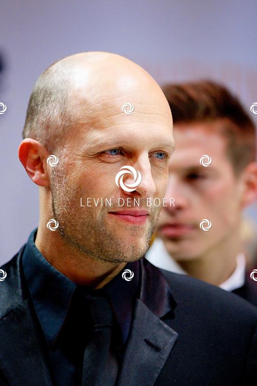 AMSTERDAM - In Tuschinski is de Nederlandse film Valention in premiere gegaan. Diversen bekende Nederlanders kwamen over de rode loper. Met hier op de foto  acteur Hugo Metsers. FOTO LEVIN DEN BOER - PERSFOTO.NU