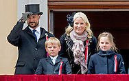 17-5-2015 OSLO NORWAY  National Feast day King Harald, Queen Sonja, Crownprince Haakon, Crownprincess Mette-Marit, Princess Ingrid Alexandra, Prince Sverre Magnus of Norway celebrate the National Day at the Royal Palace in Oslo, Norway, 17 May . COPYRIGHT ROBIN UTRECHT