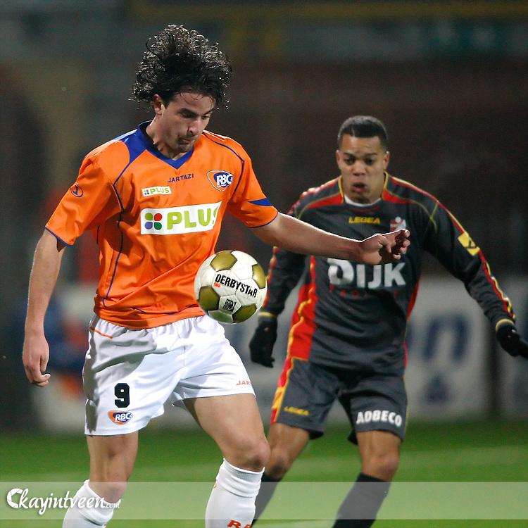 ROOSENDAAL - RBC Roosendaal - FC Emmen, Jupiler League, Seizoen 2010-2011, 04-03-2011, Mariflex Stadion, Ralf Seuntjens (l) Johnny de Vries (r)