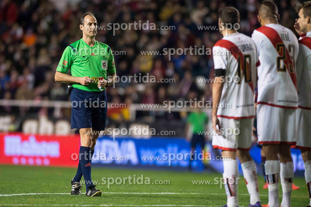 12.03.2016, Estadio de Vallecas, Madrid, ESP, Primera Division, Rayo Vallecano vs SD Eibar, 29. Runde, im Bild The referee shows a yellow card to Rayo Vallecano // during the Spanish Primera Division 29th round match between Rayo Vallecano and SD Eibar at the Estadio de Vallecas in Madrid, Spain on 2016/03/12. EXPA Pictures &copy; 2016, PhotoCredit: EXPA/ Alterphotos/ Borja B.Hojas<br /> <br /> *****ATTENTION - OUT of ESP, SUI*****