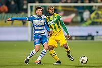 DEN HAAG - ADO Den Haag - PEC Zwolle , Voetbal , Eredivisie , Seizoen 2016/2017 , Kyocera Stadion , 21-01-2017 , PEC Zwolle speler Danny Holla (l) in duel met ADO Den Haag speler Gervane Kastaneer (r)