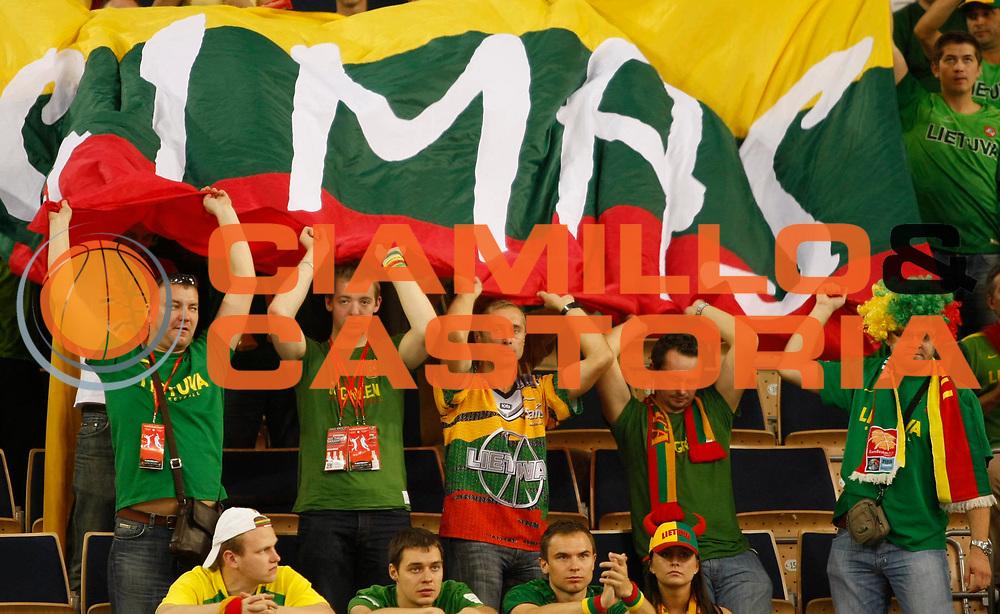 DESCRIZIONE : Lodz Poland Polonia Eurobasket Men 2009 Qualifying Round Lituania Lithuania Serbia<br /> GIOCATORE : Tifosi Supporters Lituania Lithuania<br /> SQUADRA : Lituania Lithuania<br /> EVENTO : Eurobasket Men 2009<br /> GARA : Lituania Lithuania Serbia<br /> DATA : 16/09/2009 <br /> CATEGORIA :<br /> SPORT : Pallacanestro <br /> AUTORE : Agenzia Ciamillo-Castoria/M.Metlas<br /> Galleria : Eurobasket Men 2009 <br /> Fotonotizia : Lodz Poland Polonia Eurobasket Men 2009 Qualifying Round Lituania Lithuania Serbia<br /> Predefinita :