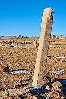 Mongolie, province de Khovsgol, environs de Moron, Uushigiin Uver, site de pierre a cerf, stele à tete d'homme // Mongolia, Khuvsgul province, Moron, group of Deer Stones of Uushigiin Uver, stele with a human face gravure