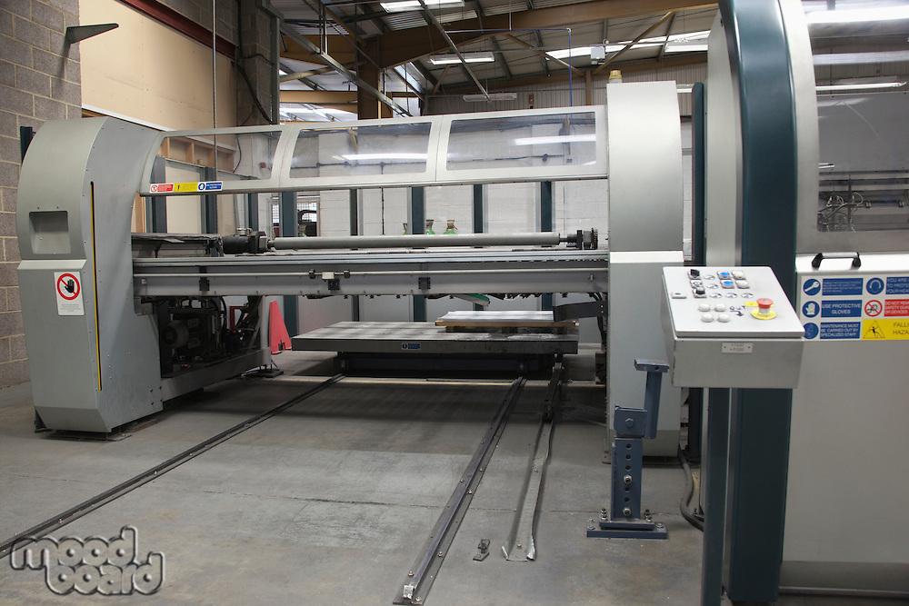 Loading platform for a Salvernini CAM sheet metal folding machine