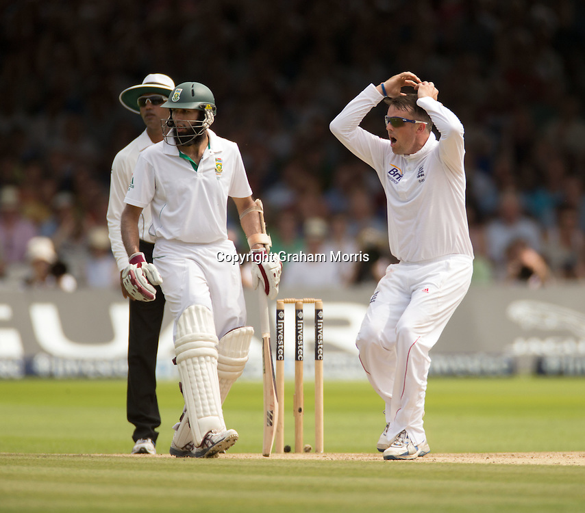 Graeme Swann watches as James Anderson drops AB de Villiers off his bowling during the third and final Investec Test Match between England and South Africa at Lord's Cricket Ground, London. Photo: Graham Morris (Tel: +44(0)20 8969 4192 Email: sales@cricketpix.com) 19/08/12