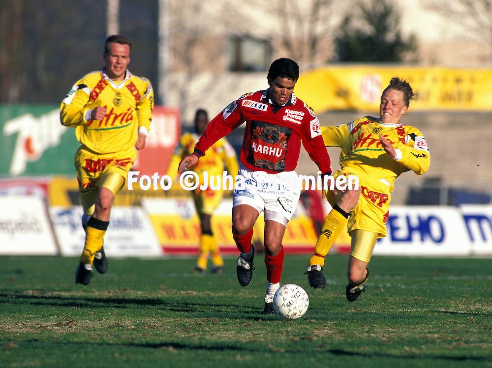 18.05.1997.Piracaia (FC Jazz Pori) v Janne Salli (TP-Sein?joki).Full name: Marcelo Gonalves de Oliveira.©Juha Tamminen