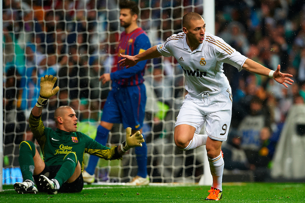 MADRID, SPAIN - NOVEMBER 26: Karim Benzema of France celebrates after scoring the first goal of Real Madrid against FC Barcelona during the Clásico La Liga match played between Real Madrid and FC Barcelona at Santiago Bernabeu stadium on December 10, 2011 in Madrid, Spain. (Photo by Xaume Olleros)