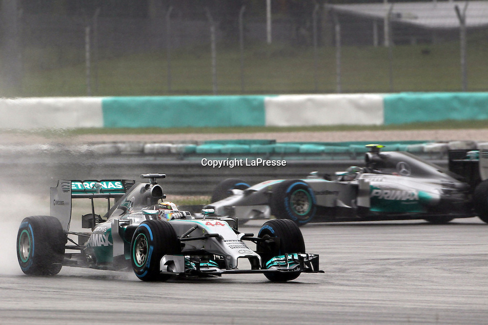 &copy; Photo4 / LaPresse<br /> 29/3/2014 Sepang, Malaysia<br /> Sport <br /> Grand Prix Formula One Malaysia 2014<br /> In the pic: Lewis Hamilton (GBR) Mercedes AMG F1 W05 and Nico Rosberg (GER), Mercedes AMG F1 W05