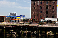 Red Hook . Brooklyn, the old docks are becoming a trendy area,  New York  United states /  le quartier de Red Hook . Brooklyn , les anciens docks au bord de la mer se transforment en quartier a la mode, New York  Etats unis