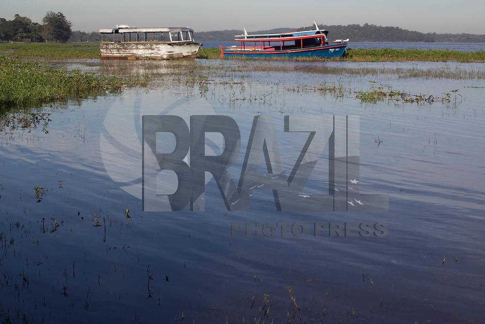 SAO PAULO, SP - 14.07.2015 - REPRESA-SP - Vista da represa do Guarapiranga na manh&atilde; desta ter&ccedil;a-feira (14) na regi&atilde;o de Interlagos, zona sul de S&atilde;o Paulo. Sistema do Guarapiranga mantem sua opera&ccedil;&atilde;o abaixo de 80% de sua capacidade de armazenamento.<br /> <br /> (Foto: Fabricio Bomjardim / Brazil Photo Press)
