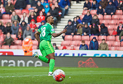STOKE-ON-TRENT, ENGLAND - Saturday, April 30, 2016: Sunderland's Jermain Defoe celebrates scoring an injury time equalising goal from a penalty kick against Stoke City during the FA Premier League match at the Britannia Stadium. (Pic by David Rawcliffe/Propaganda)