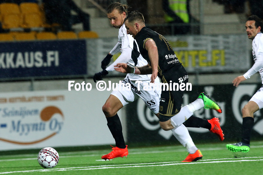 5.4.2017, OmaSP Stadion, Sein&auml;joki.<br /> Veikkausliiga 2017.<br /> Sein&auml;joen Jalkapallokerho - FC Lahti.<br /> Billy Ions (SJK) v Kalle Taimi (FC Lahti).