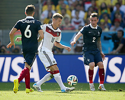 04.07.2014, Maracana, Rio de Janeiro, BRA, FIFA WM, Frankreich vs Deutschland, Viertelfinale, im Bild Toni Kroos, center, from Germany fights for the ball against Cabaye and Debuchy from France during the quarters final // during quarterfinals between France and Germany of the FIFA Worldcup Brazil 2014 at the Maracana in Rio de Janeiro, Brazil on 2014/07/04. EXPA Pictures © 2014, PhotoCredit: EXPA/ Eibner-Pressefoto/ Cezaro<br /> <br /> *****ATTENTION - OUT of GER*****