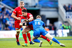 Brad Barritt of Saracens goes past Michael Bent of Leinster Rugby - Mandatory by-line: Robbie Stephenson/JMP - 11/05/2019 - RUGBY - St James' Park - Newcastle, England - Leinster Rugby v Saracens - Heineken Champions Cup Final