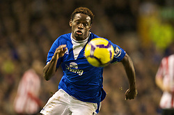 LIVERPOOL, ENGLAND - Wednesday, January 27, 2010: Everton's Louis Saha in action against Sunderland during the Premiership match at Goodison Park. (Photo by: David Rawcliffe/Propaganda)