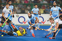 RAIPUR (India) . Niklas Wellen (Dui.) (r) scores 1-0. left goalie Sreejesh Parattu (India) and in the middle Talwinder Singh (India) .  Hockey Wold League Final round  men . Germany v India.   WSP Copyright  Koen Suyk
