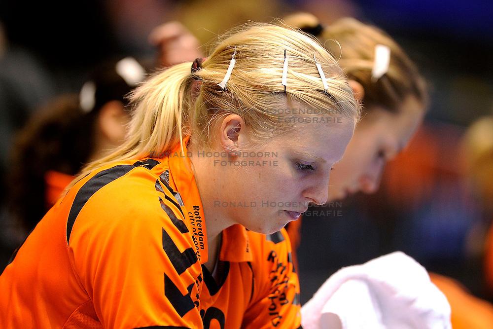 18-10-2009 HANDBAL: NEDERLAND - MACEDONIE: ROTTERDAM<br /> Nederland speelt met 20-20 gelijk tegen Macedonie / Danick Snelder<br /> &copy;2009-WWW.FOTOHOOGENDOORN.NL