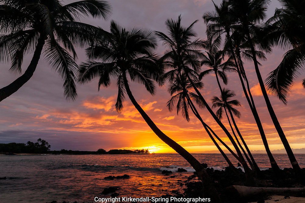 HI00461-00...HAWAI'I - Sunset over the Pacific Ocean from Kekaha Kai State Park along the Kona Coast on the island of Hawai'i.