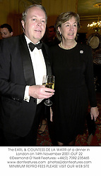 The EARL & COUNTESS DE LA WARR at a dinner in London on 14th November 2001.OUF 22