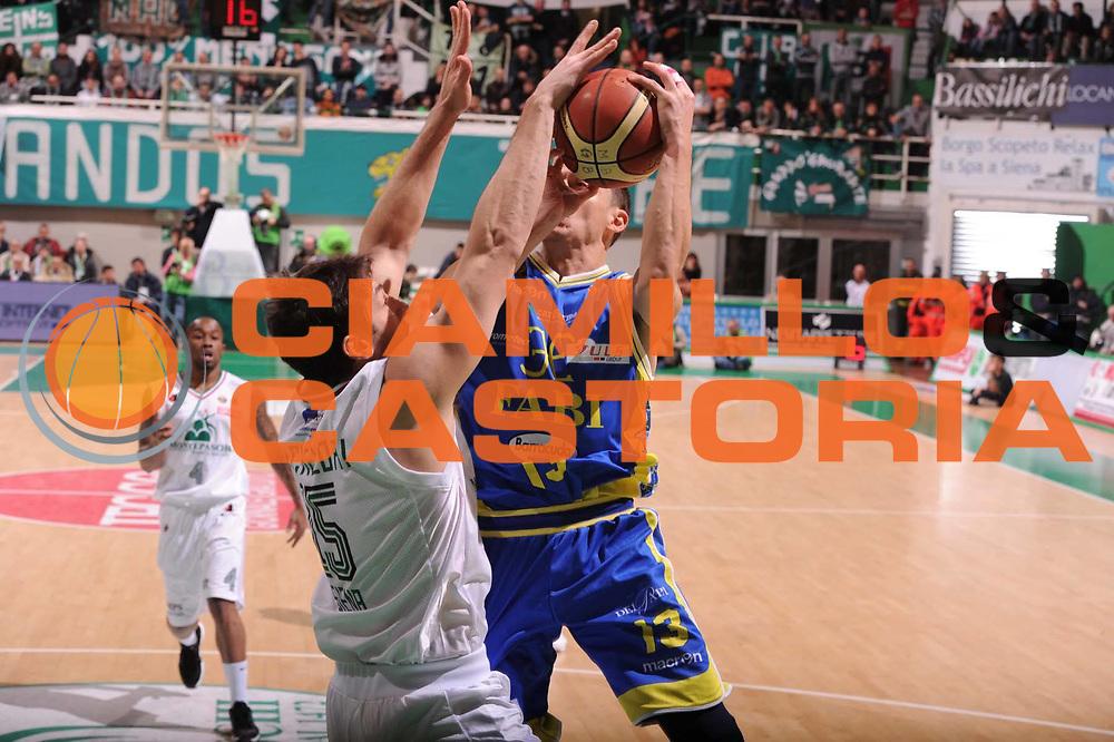 DESCRIZIONE : Siena Lega Basket A 2011-12  Montepaschi Siena Fabi Shoes Montegranaro<br /> GIOCATORE : Andrea Michelori<br /> CATEGORIA : stoppata<br /> SQUADRA : Montepaschi Siena<br /> EVENTO : Campionato Lega A 2011-2012 <br /> GARA : Montepaschi Siena Fabi Shoes Montegranaro<br /> DATA : 15/01/2012<br /> SPORT : Pallacanestro  <br /> AUTORE : Agenzia Ciamillo-Castoria/ GiulioCiamillo<br /> Galleria : Lega Basket A 2011-2012  <br /> Fotonotizia : Siena Lega Basket A 2011-12 Montepaschi Siena Fabi Shoes Montegranaro<br /> Predefinita :