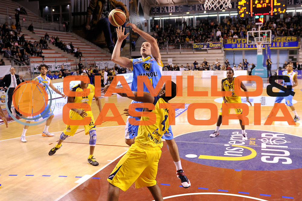 DESCRIZIONE : Ancona Lega A 2012-13 Sutor Montegranaro Vanoli Cremona<br /> GIOCATORE : Tuukka Kotti<br /> CATEGORIA : tiro penetrazione<br /> SQUADRA : Vanoli Cremona <br /> EVENTO : Campionato Lega A 2012-2013 <br /> GARA : Sutor Montegranaro Vanoli Cremona<br /> DATA : 28/10/2012<br /> SPORT : Pallacanestro <br /> AUTORE : Agenzia Ciamillo-Castoria/C.De Massis<br /> Galleria : Lega Basket A 2012-2013  <br /> Fotonotizia : Ancona Lega A 2012-13 Sutor Montegranaro Vanoli Cremona<br /> Predefinita :