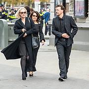 NLD/Amsterdam/20171014 - Besloten  herdenkingsdienst overleden burgemeester Eberhard van der Laan, Eva Jinek met Dione de Graaf en partner Nando Boers