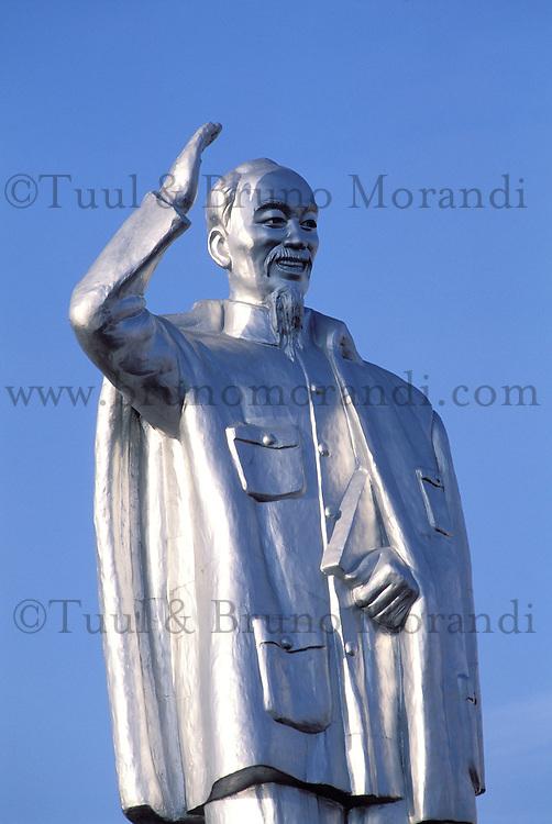 Vietnam. Delta du Mekong. Can Tho. Satue de Ho Chi Minh. // Vietnam. Mekong Delta. Can Tho. Ho Chi Minh statue.