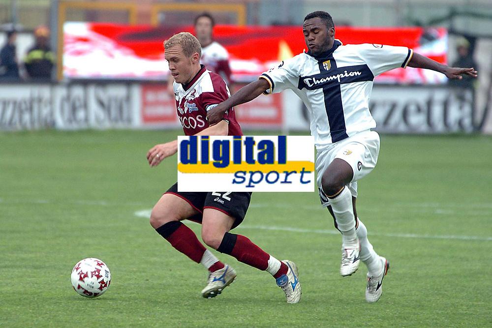 Fotball<br /> Serie A Italia 2004/05<br /> Reggina v Parma<br /> 10. april 2005<br /> Foto: Digitalsport<br /> NORWAY ONLY<br /> Simplicio Parma - Mozart Reggina
