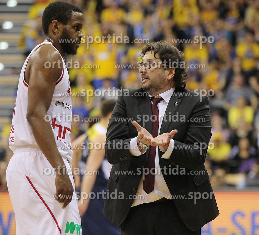 12.04.2015, Brose Arena, Bamberg, GER, Beko Basketball BL, Brose Baskets Bamberg vs EWE Baskets Oldenburg, Top Four 2015, Finale, im Bild Links Darius Miller ( brose baskets Bamberg ) rechts Head Coach Andrea Trinchieri ( brose baskets Bamberg ) // during the Beko Basketball Bundes league TOP FOUR 2015 final match between Brose Baskets Bamberg and EWE Baskets Oldenburg at the Brose Arena in Bamberg, Germany on 2015/04/12. EXPA Pictures &copy; 2015, PhotoCredit: EXPA/ Eibner-Pressefoto/ Langer<br /> <br /> *****ATTENTION - OUT of GER*****