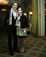 Fotball <br /> NM CUP <br /> Cupfinale<br /> 09.11.08<br /> Youngstorget fest<br /> Vålerenga VIF - Stabæk<br /> Keeper Troy Perkins med sin gravide kone<br /> Foto - Kasper Wikestad