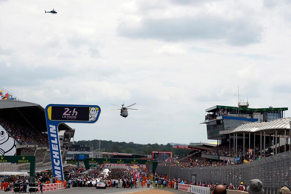 fans, grid walk, pre-race, atmosphere, flyover<br /> Saturday 16 June 2018<br /> 24 Hours of Le Mans<br /> 2018 24 Hours of Le Mans<br /> Circuit de la Sarthe  FR<br /> World Copyright: Scott R LePage