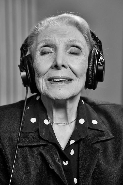 MARÍA DOLORES PRADERA. Singer.