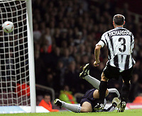 Fotball<br /> Caling Cup England 2004/2005<br /> Andre runde<br /> 21.09.2004<br /> Foto: SBI/Digitalsport<br /> NORWAY ONLY<br /> <br /> West Ham v Notts County<br /> <br /> Notts County Ian Richardson scores their second gaol against West Ham