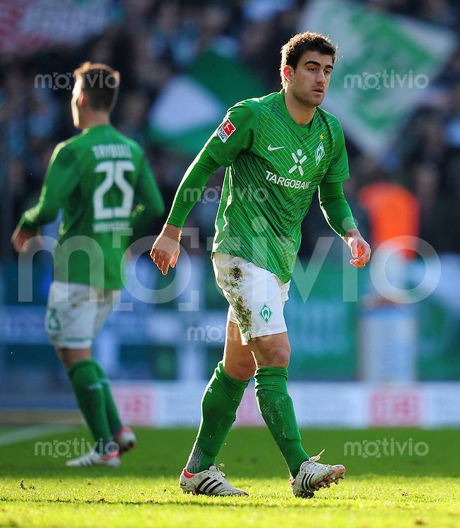 FUSSBALL   1. BUNDESLIGA   SAISON 2011/2012   24. SPIELTAG Hertha BSC Berlin - SV Werder Bremen                  03.03.2012 Tom Trybull und Sokratis Papastathopoulos (v.l., beide SV Werder Bremen) enttaeuscht