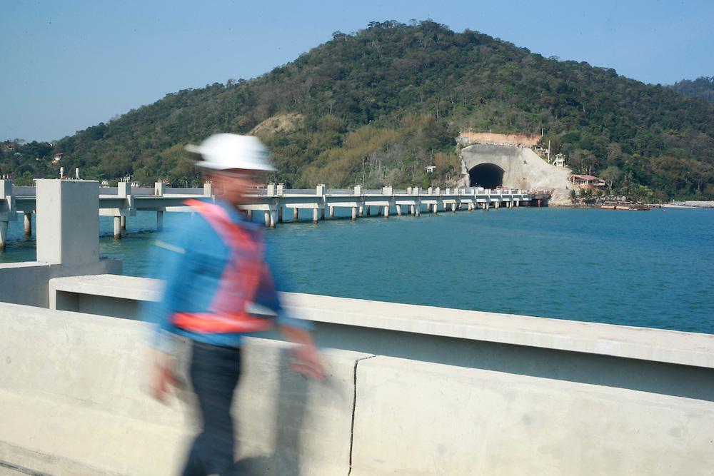 Itaguai_RJ, Brasil.<br /> <br /> Fotos do Superporto Sudeste, contruido pela empresa MMX para o escoamento de minerio de ferro em Itaguai, Rio de Janeiro.<br /> <br /> Photos of the Sudeste Superport, MMX Constructed by the company for the transportation of iron ore at Itaguai, Rio de Janeiro.<br /> <br /> Foto: BRUNO MAGALHAES / NITRO