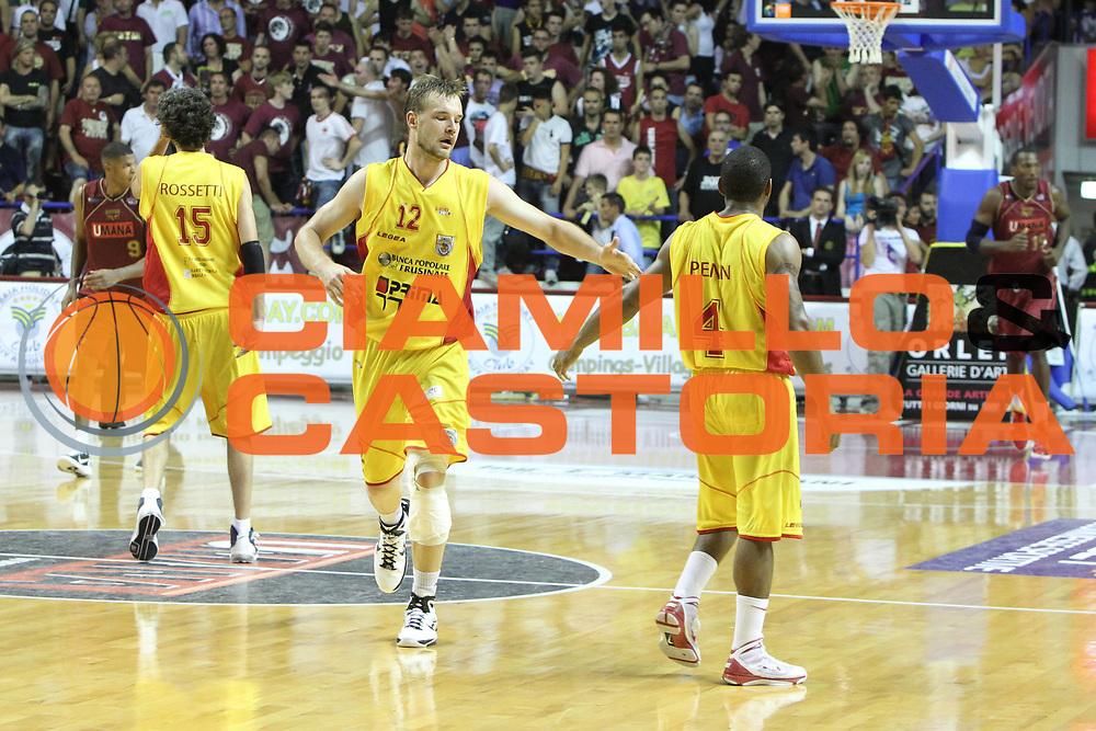 DESCRIZIONE : Venezia Lega Basket A2 2010-11 Playoff Semifinale Gara 1 Umana Reyer Venezia Prima Veroli<br /> GIOCATORE : Antanas Kavaliauskas Scoonie James Penn<br /> SQUADRA : Umana Reyer Venezia Prima Veroli<br /> EVENTO : Campionato Lega A2 2010-2011<br /> GARA : Umana Reyer Venezia Prima Veroli<br /> DATA : 27/05/2011<br /> CATEGORIA : Esultanza<br /> SPORT : Pallacanestro <br /> AUTORE : Agenzia Ciamillo-Castoria/G.Contessa<br /> Galleria : Lega Basket A2 2010-2011 <br /> Fotonotizia : Venezia Lega Basket A2 2010-11 Playoff Semifinale Gara 1 Umana Reyer Venezia Prima Veroli<br /> Predefinita :