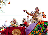 Drew Brees rides in Bacchus Mardi Gras parade as King in 2010