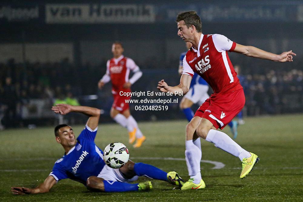 VEENENDAAL - 29-10-2014 - GVVV - AZ, KNVB beker, Sportpark Panhuis, 0-5, GVVV speler Taoufik Adnane (l), AZ speler Robert Muhren (r).