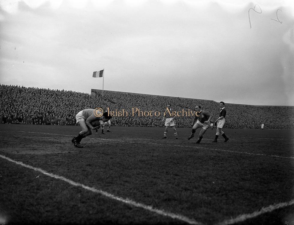 17/03/1956<br /> 03/17/1956<br /> 17 March 1956<br /> Soccer: League of Ireland v Irish League at Dalymount Park, Dublin.