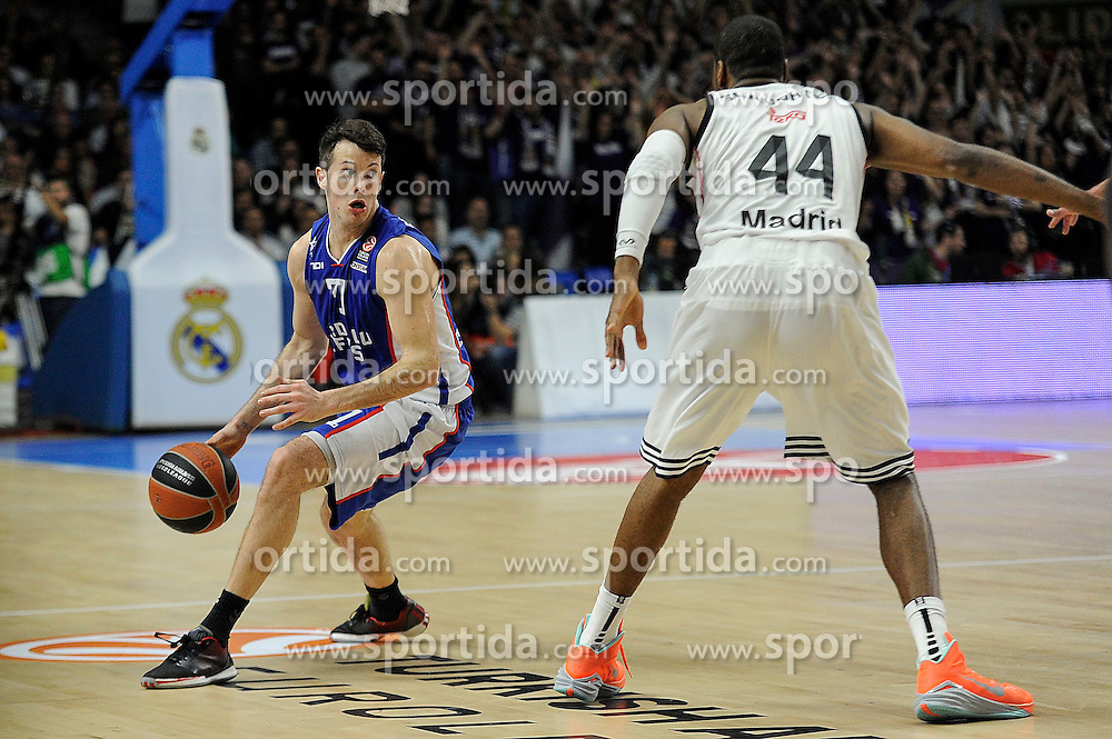 15.04.2015, Palacio de los Deportes stadium, Madrid, ESP, Euroleague Basketball, Real Madrid vs Anadolu Efes Istanbul, Playoffs, im Bild Real Madrid&acute;s Marcus Slaughter and Anadolu Efes&acute;s Thomas Heurtel // during the Turkish Airlines Euroleague Basketball 1st final match between Real Madrid vand Anadolu Efes Istanbul t the Palacio de los Deportes stadium in Madrid, Spain on 2015/04/15. EXPA Pictures &copy; 2015, PhotoCredit: EXPA/ Alterphotos/ Luis Fernandez<br /> <br /> *****ATTENTION - OUT of ESP, SUI*****