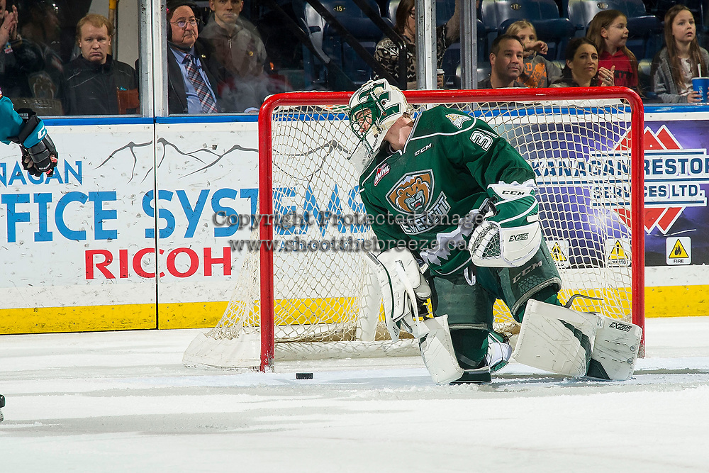 KELOWNA, CANADA - FEBRUARY 15: Max Palaga #31 of the Everett Silvertips looks at the puck after missing a save against the Kelowna Rockets  on February 15, 2019 at Prospera Place in Kelowna, British Columbia, Canada.  (Photo by Marissa Baecker/Shoot the Breeze)